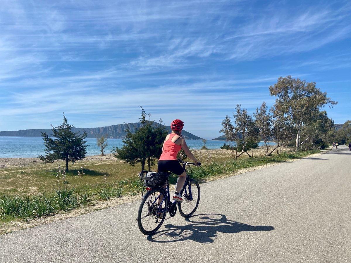 Het fietst heerlijk langs de kustlijn. Foto: Maaike de Vries