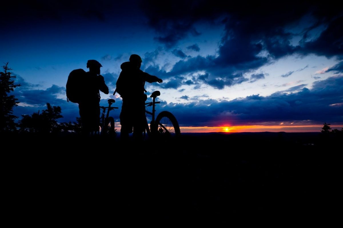 Prachtige zonsondergang vanaf de mountainbike. Foto: Petr Slavík