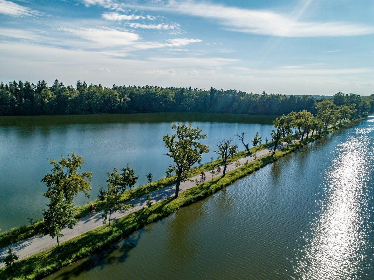 Fiets de 39 kilometer lange route 'Around Třeboň'. Foto: UPVISION