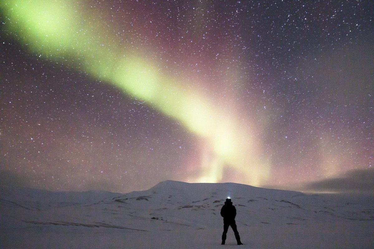 Noorderlicht op Spitsbergen. Afbeelding van Noel Bauza via Pixabay