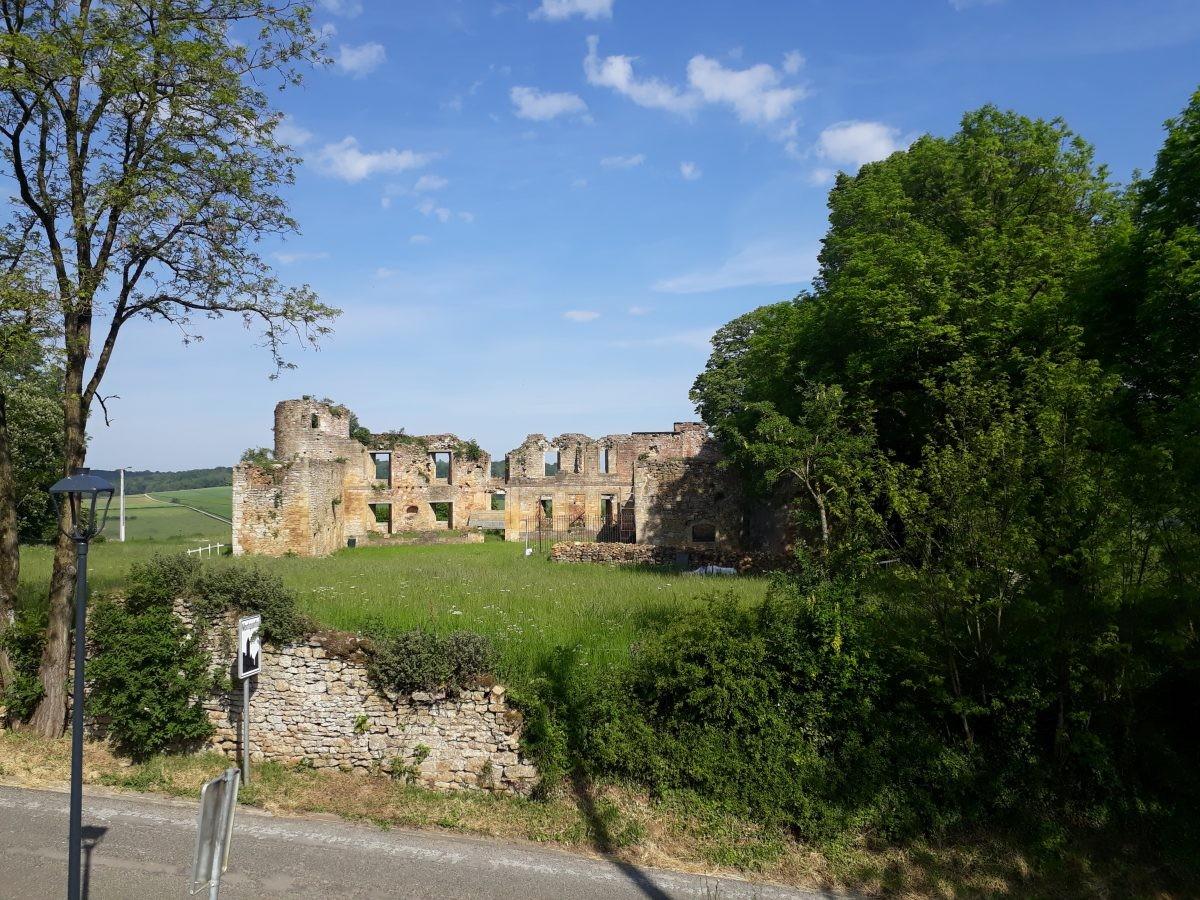na een klim de ruine van Montquintin