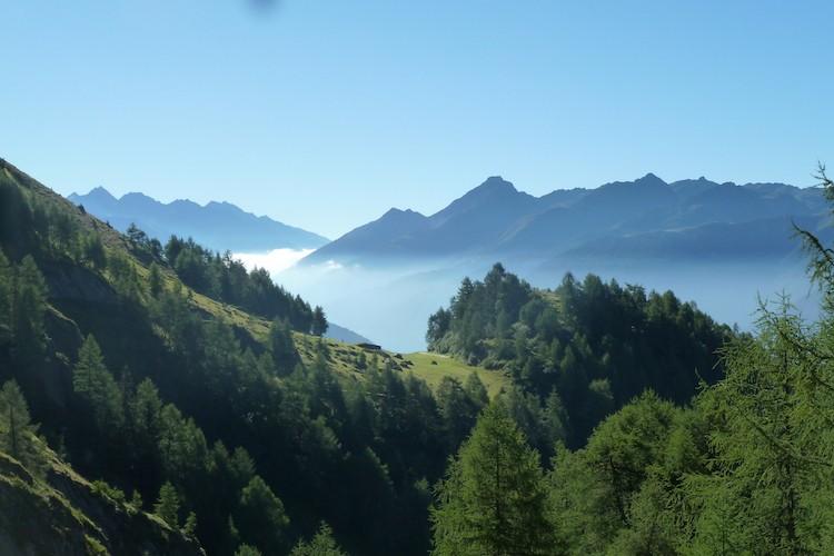 De ochtendnevel tussen de bergen. Foto: Dagmar Wolters Venediger Höhenweg