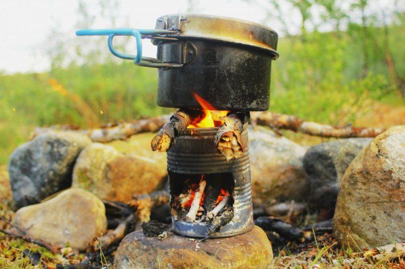 Als het te droog is, kook ik op mijn zelf gemaakte vuurpotje