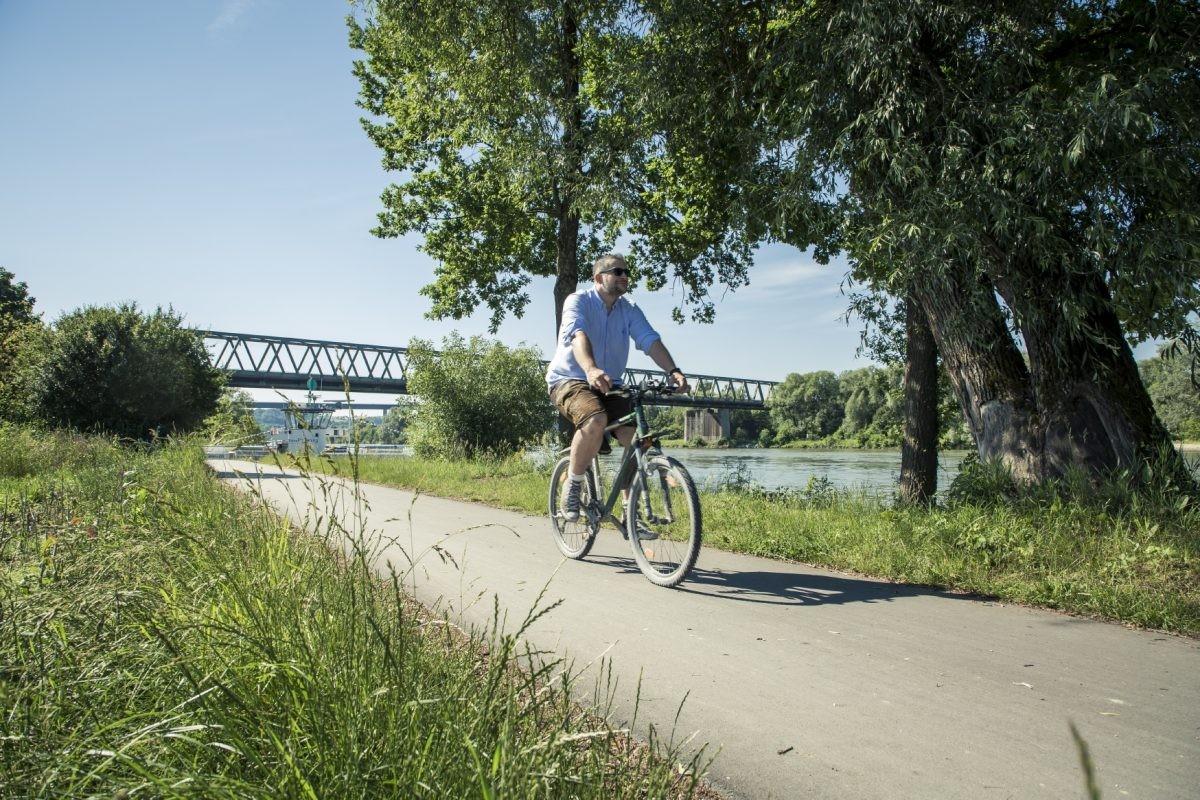 Muk met de spoorbrug op de achtergrond. Foto: www.bayern.by Bernhard Huber