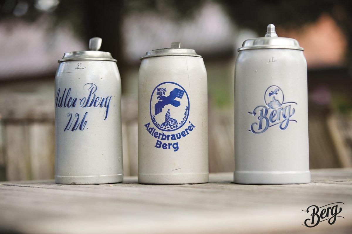 Ouderwetse bierkruiken doen aan vroeger denken. ©Berg Brauerei