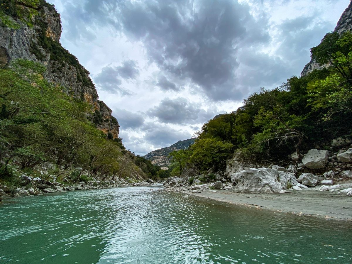 Raften op de Arachthos rivier. Foto: Edwin Hagenouw