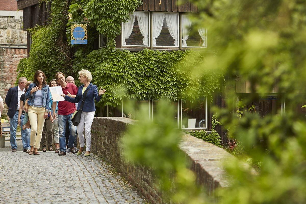 Overal kun je stadswandelingen volgen, met of zonder gids. Foto: Ulm TMBW duepper