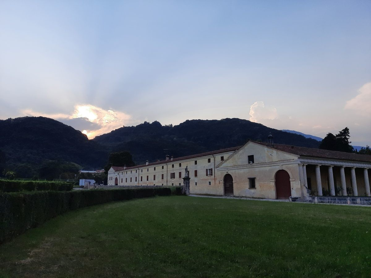 de avond valt voor Villa Angarano bij Bassano del Grappa