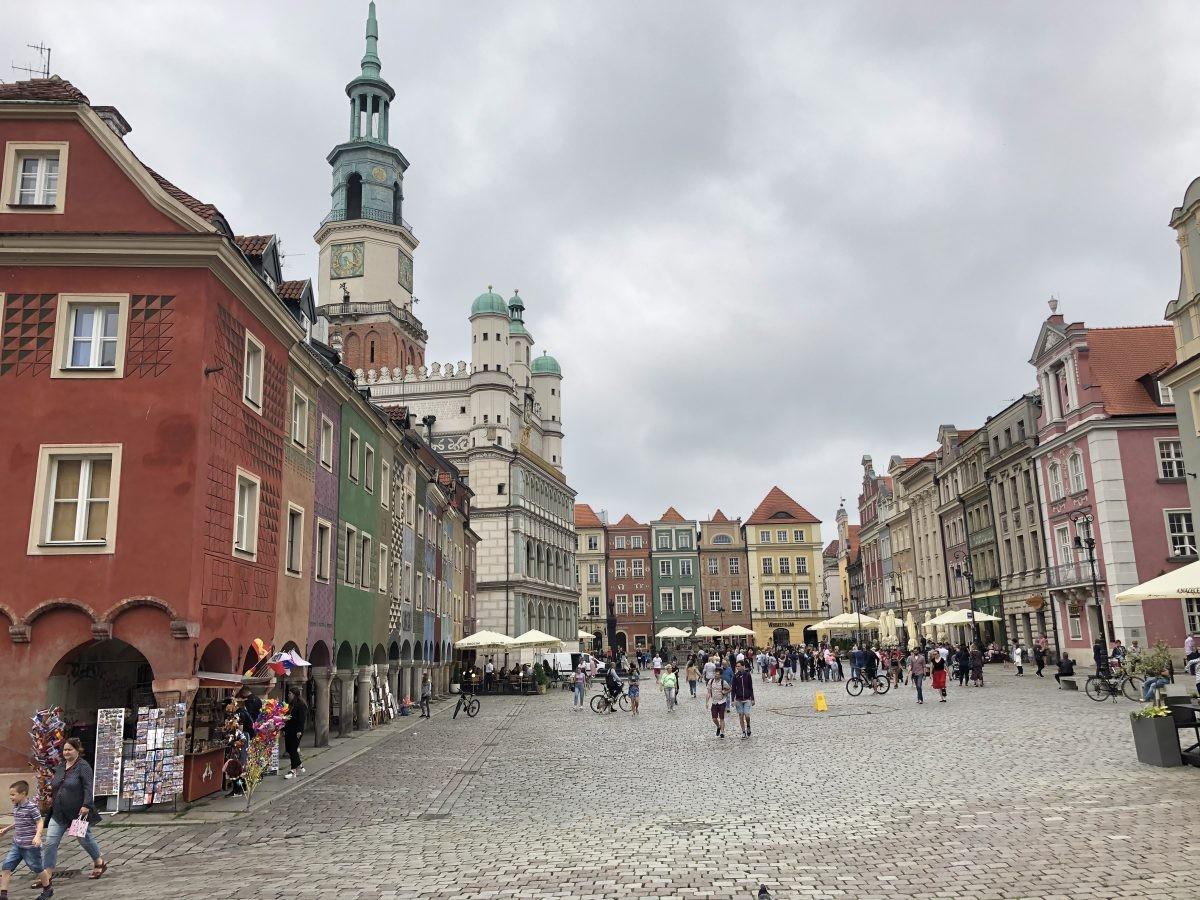 De kleurige gebouwen van Poznan