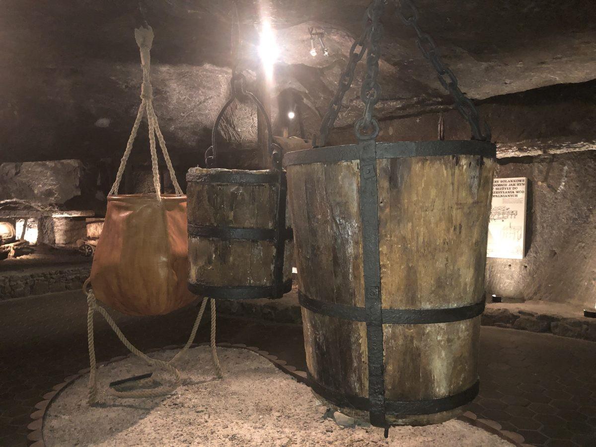 Een van de kunstwerken in de Wieliczka zoutmijn