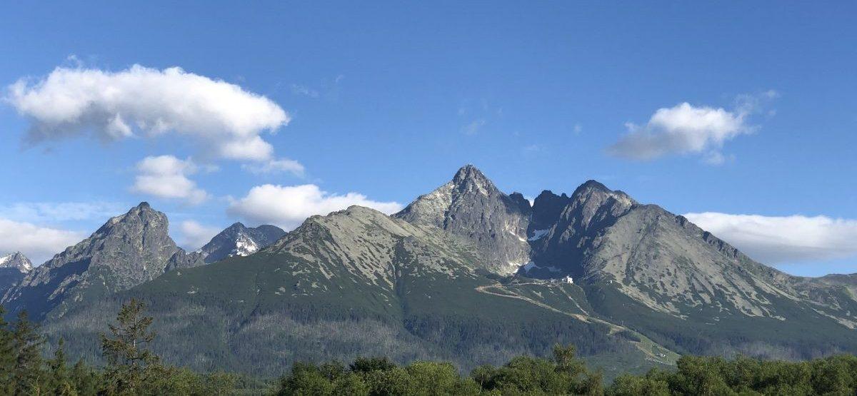 Helder weer, de Hoge Tatra vanuit Slowakije