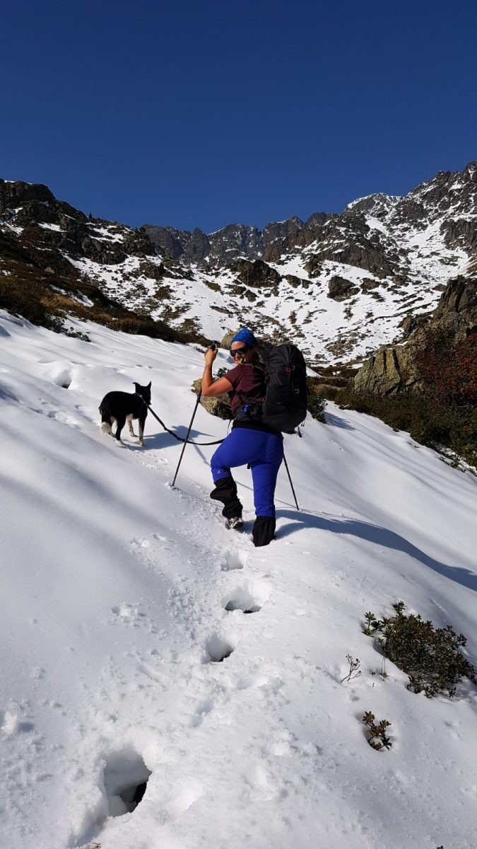 Ik met Nala in de sneeuw.