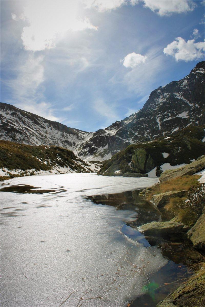 Bevroren bergmeer