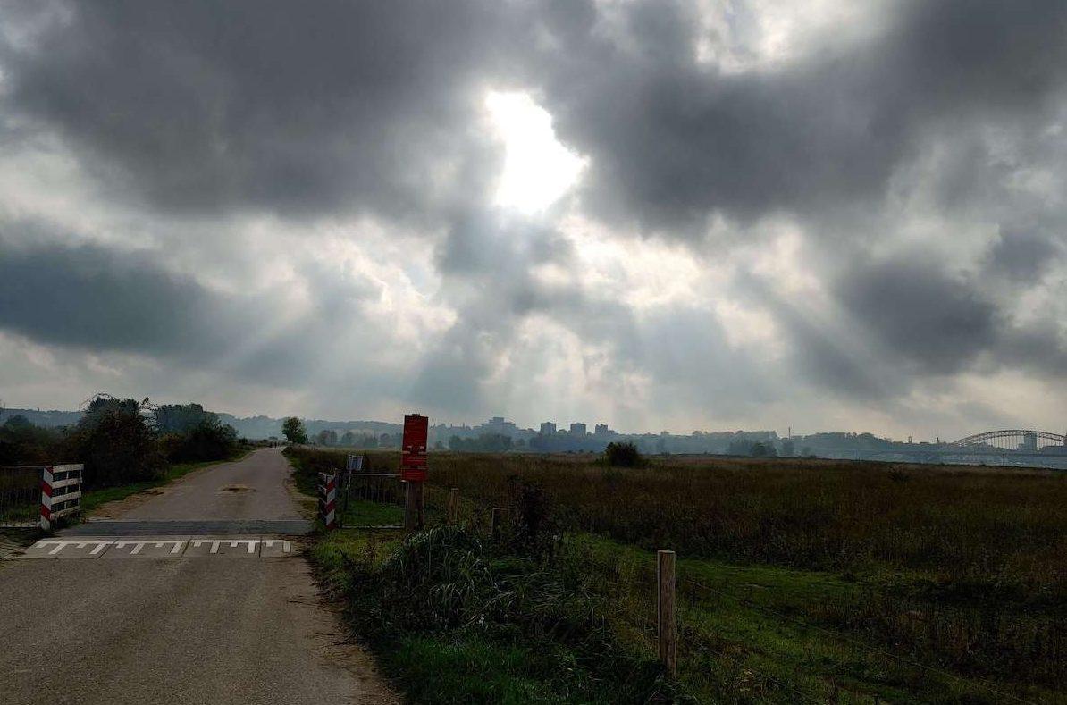 We verlaten snel de stad en trekken de polders in. Foto: Sietske Mensing