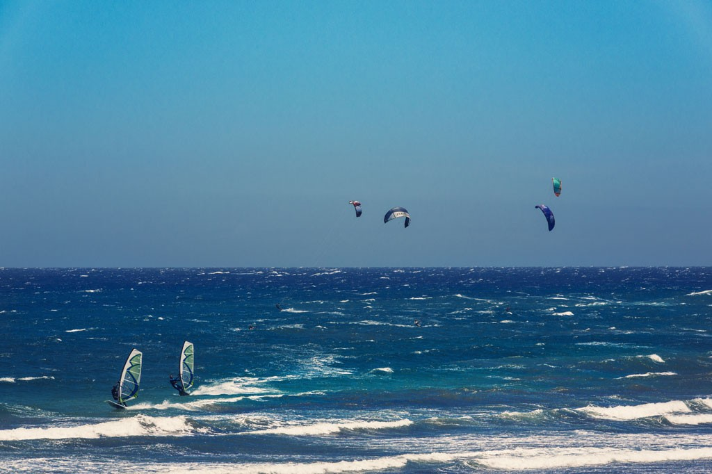 Kiters en windsurfers genieten optimaal op Tenerife. Copyright Turismo de Tenerife