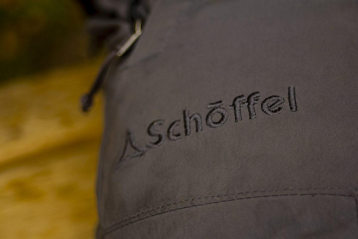 De Folkstone van Schöffel, een broek die perfect is voor een hike over een gebaand pad