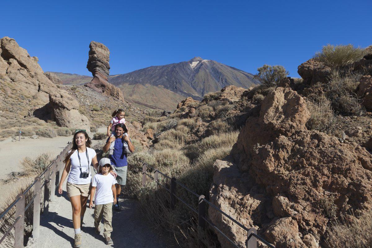 Wandelen in Parque Nacional del Teide met het hele gezin. Copyright Turismo de Tenerife