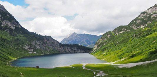 Uitzicht vanaf de Tappenkarseehütte tijdens het wandelen van de Jägerseen naar de Tappenkarsee