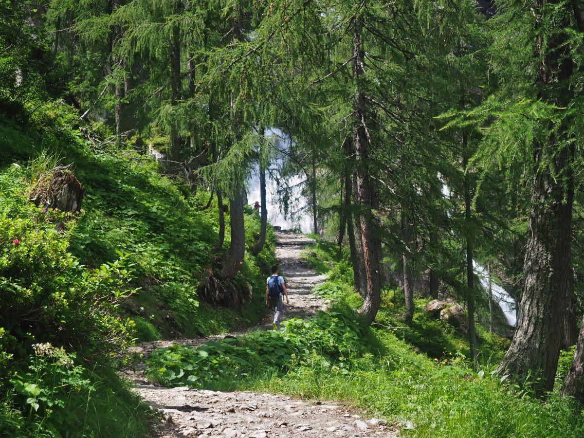 Waterval tijdens het wandelen van de Jägersee naar de Tappenkarsee