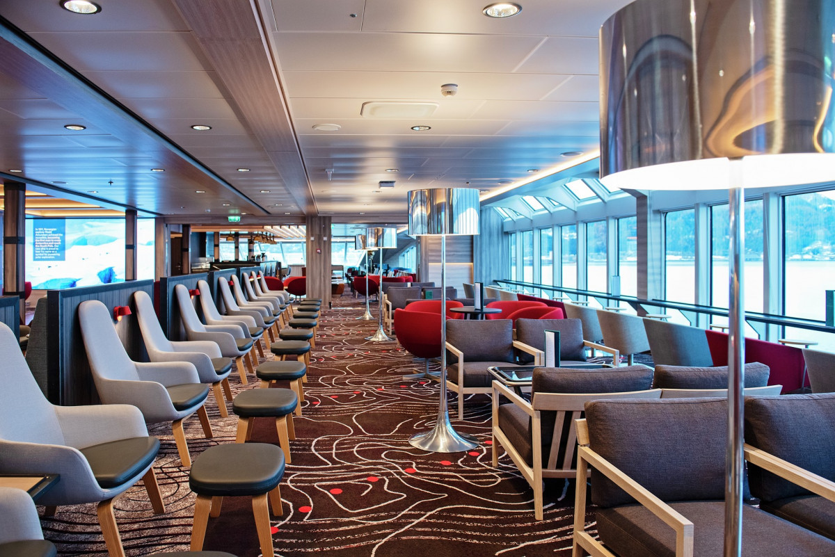 Explorer Lounge & Bar op de MS Fridtjof Nansen. Foto: Agurtxane Concellon