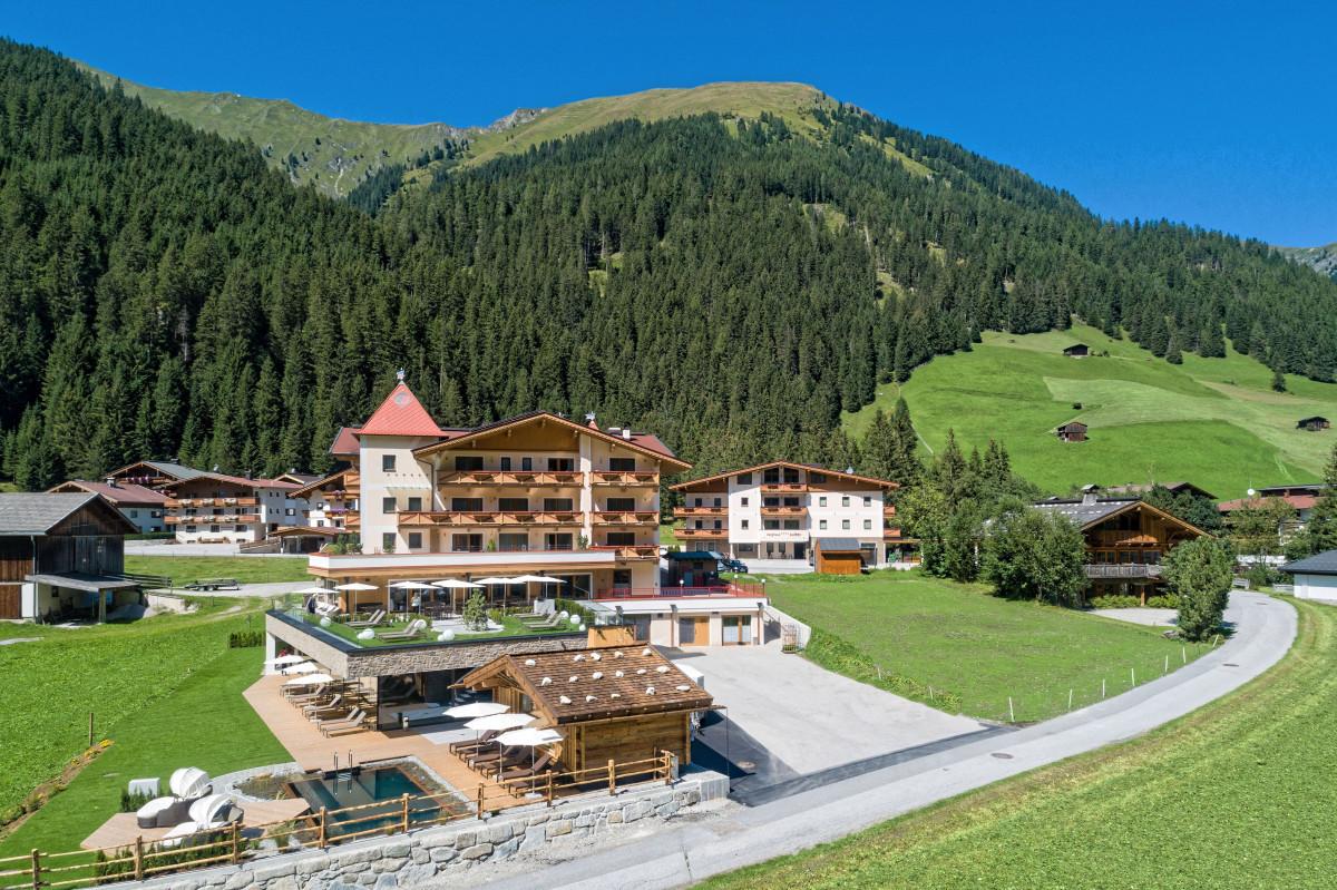 das_4-sterne_alpinhotel_berghaus_in_tux_alpinhotel_berghaus