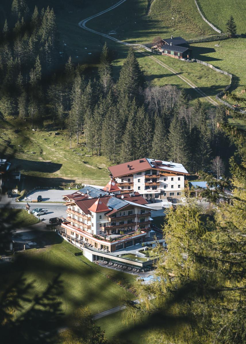das_alpinhotel_berghaus_aus_der_vogelperspektive_c_sebastian_weingart_alpinhotel_berghaus