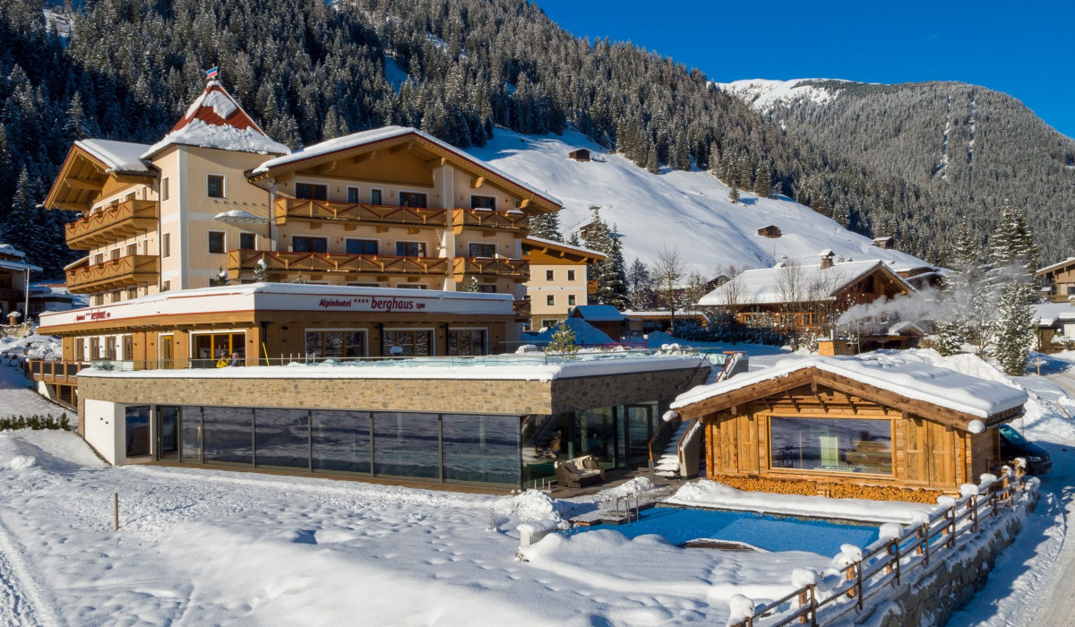 winterliche_aussenansicht_auf_das_alpinhotel_berghaus_alpinhotel_berghaus_1