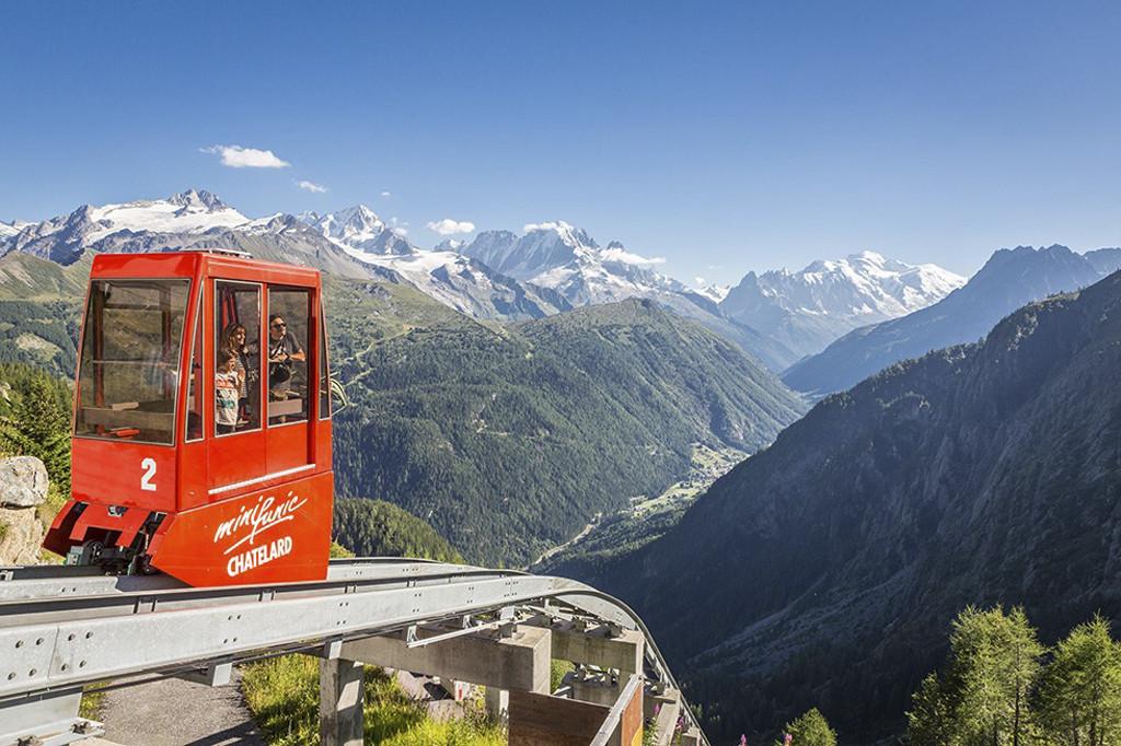 Maak gebruik van de vele gondels, kabelbanen en tandradbanen in Wallis. Copyright: Zwitserland Toerisme/ Matterhorn Gotthard Bahn