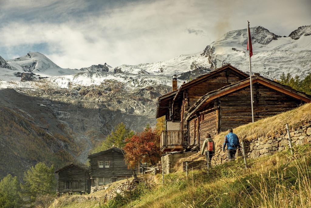 Geniet van de rust en de natuur van Wallis tijdens een meerdaagse huttentocht. Copyright: Zwitserland Toerisme/Julie Rebaudo / JB bieuville