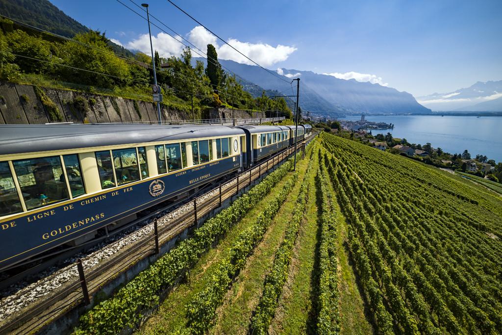 Zoef langs het meer in de prachtige oude rijtuigen. Copyright: Zwitserland Toerisme