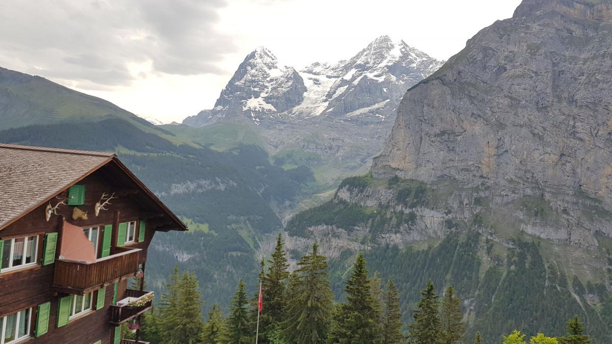 Zicht op de Eiger en Jungfrau